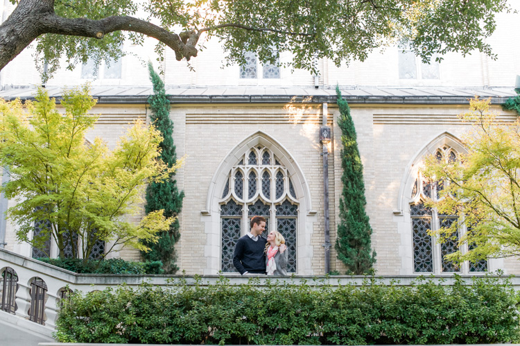 katie-greg-hpumc-highland-park-methodist-church-engagement-session-shannon-skloss-photography-10