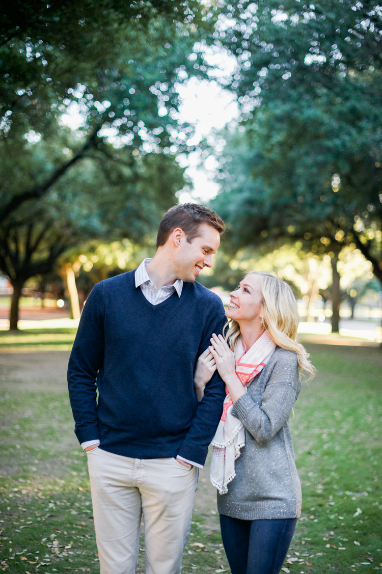 katie-greg-hpumc-highland-park-methodist-church-engagement-session-shannon-skloss-photography-3