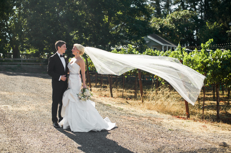 lexi-andrew-sebastopol-california-wedding-photographer-vine-hill-house-55