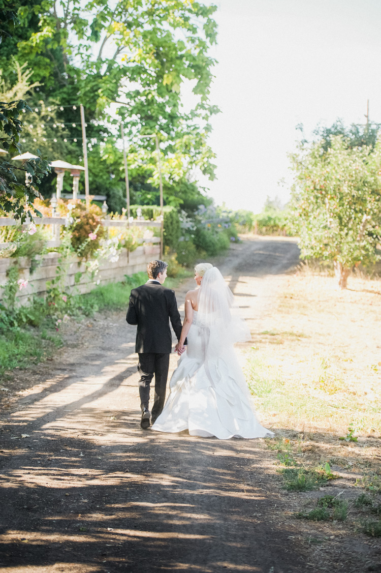lexi-andrew-sebastopol-california-wedding-photographer-vine-hill-house-75