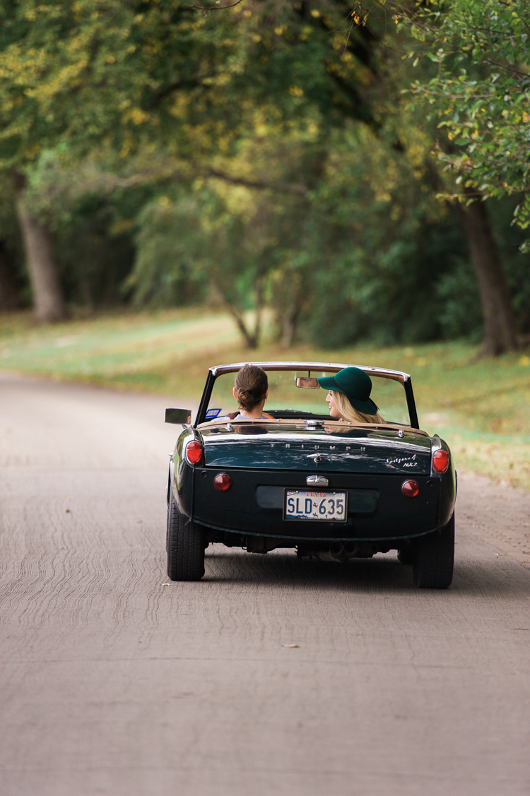 nicole-chaz-vintage-car-white-rock-lake-couples-session-dallas-shannon-skloss-photography-16