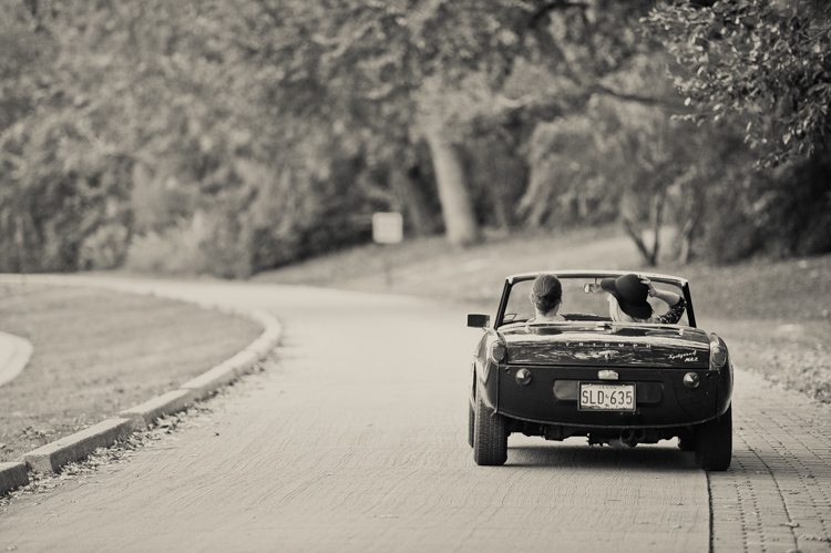 nicole-chaz-vintage-car-white-rock-lake-couples-session-dallas-shannon-skloss-photography-18
