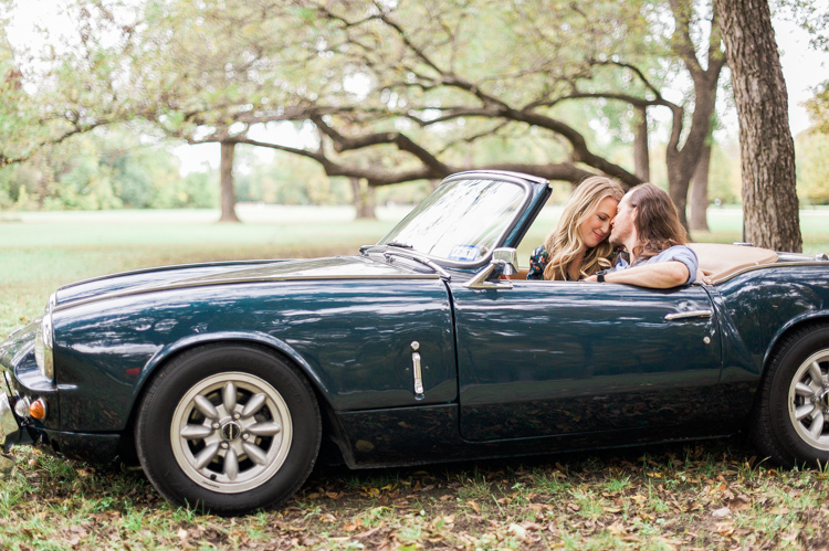 nicole-chaz-vintage-car-white-rock-lake-couples-session-dallas-shannon-skloss-photography-22