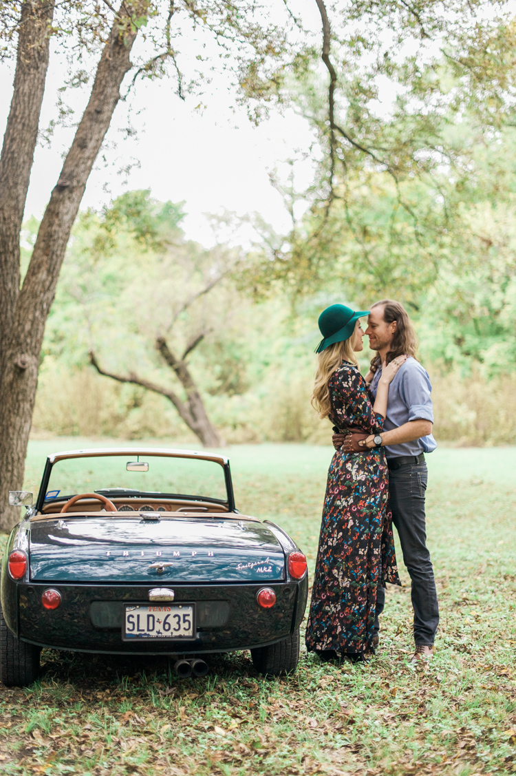 nicole-chaz-vintage-car-white-rock-lake-couples-session-dallas-shannon-skloss-photography-29