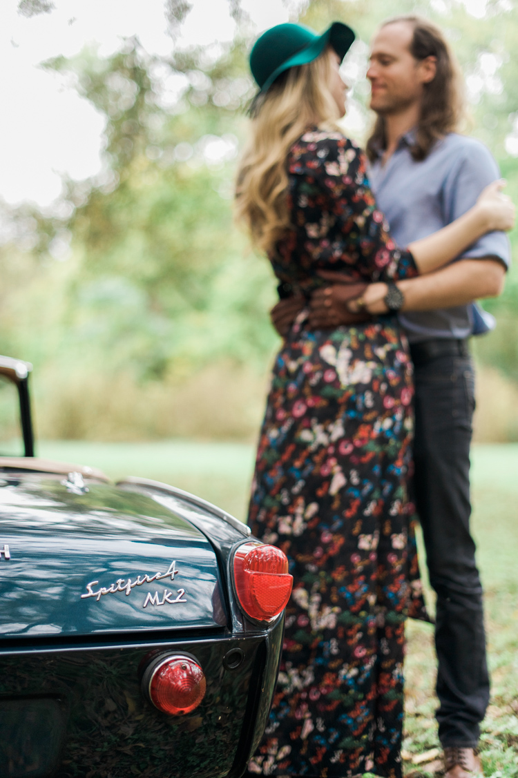 nicole-chaz-vintage-car-white-rock-lake-couples-session-dallas-shannon-skloss-photography-30