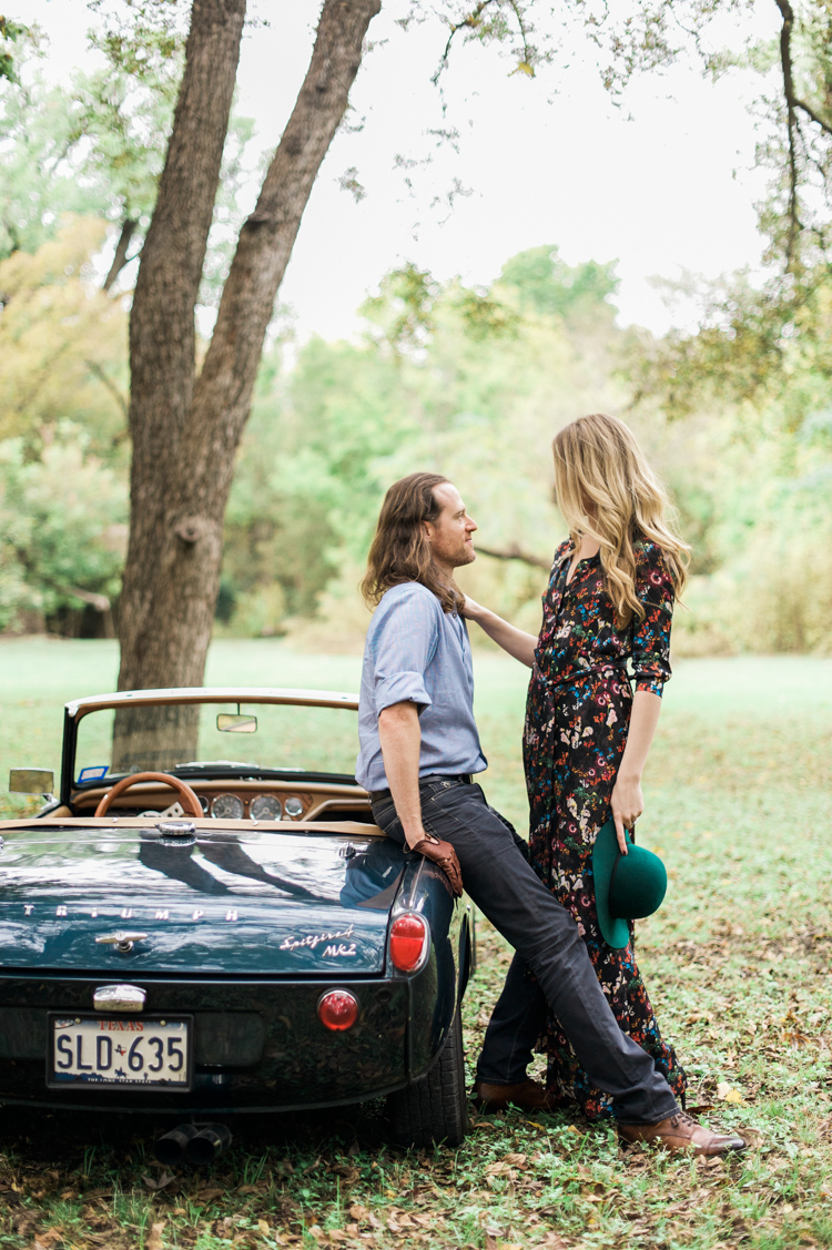 nicole-chaz-vintage-car-white-rock-lake-couples-session-dallas-shannon-skloss-photography-31