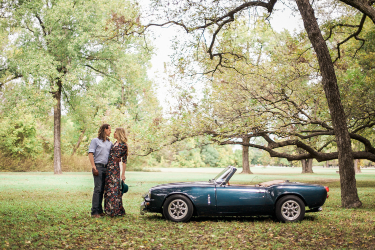 nicole-chaz-vintage-car-white-rock-lake-couples-session-dallas-shannon-skloss-photography-32