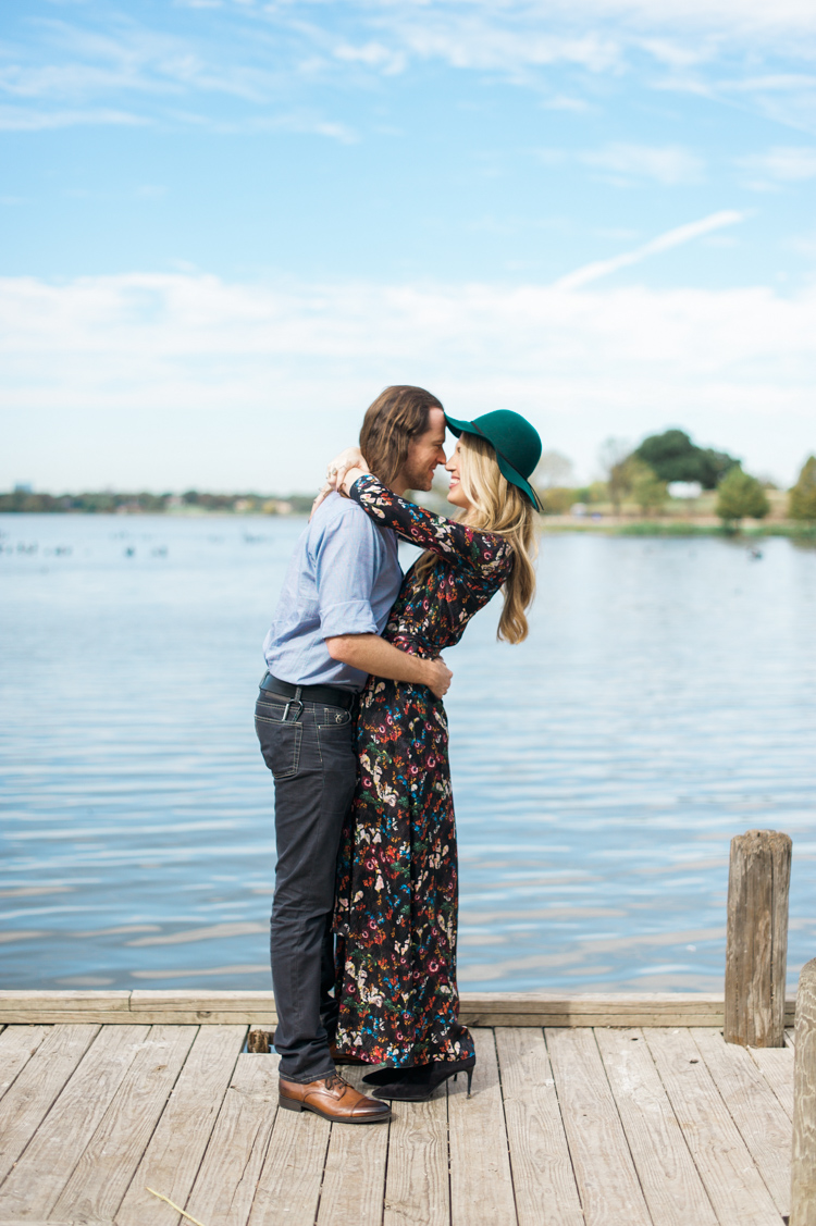nicole-chaz-vintage-car-white-rock-lake-couples-session-dallas-shannon-skloss-photography-4
