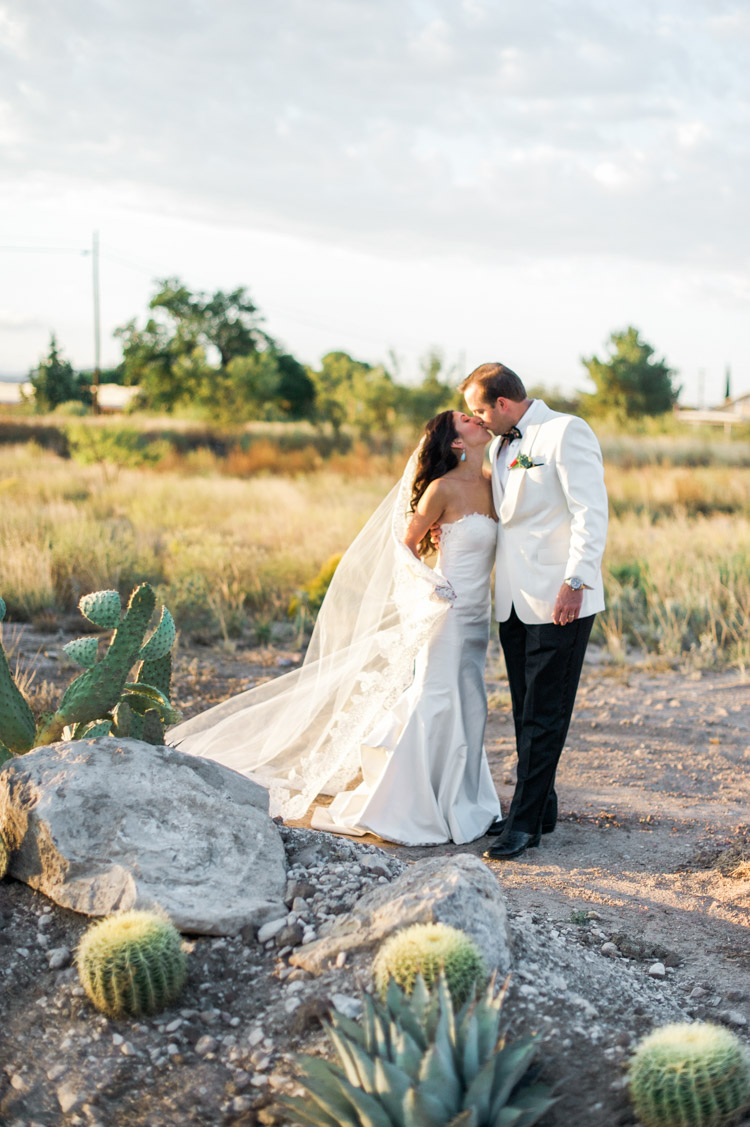 grebe-wedding-gage-hotel-shannon-skloss-photography-marathon-texas-day-after-2