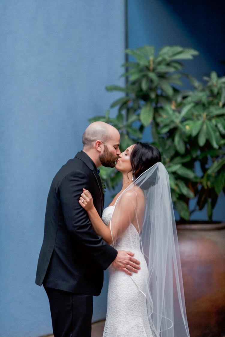 ft worth-museum-wedding-shannon-skloss-photography-30